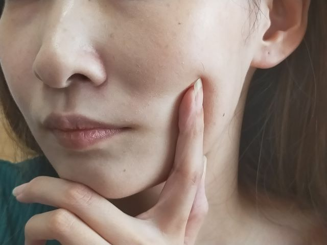 肌のしっとり感アップ!美白有効成分配合の美容液3